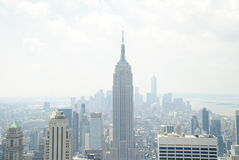 Empire State. Building centered and Manhattan behind Royalty Free Stock Photography