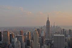 Empire State Building dalla piattaforma di osservazione della roccia immagine stock