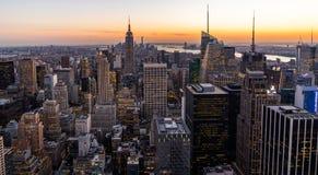 Empire State Building de paysage urbain de Manhattan d'horizon de New York à partir du dessus du coucher du soleil de roche Photographie stock