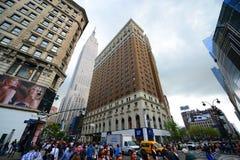 Empire State Building en Herald Towers, NYC Stock Afbeeldingen