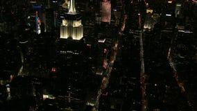 Empire State Building entourant aérien de nuit clips vidéos