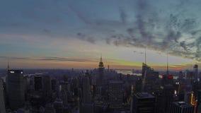 Empire State Building et Manhattan de timelapse de coucher du soleil banque de vidéos