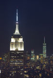 Empire State Building et paysage urbain de Manhattan par nuit Photographie stock