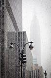 Empire State Building im Blizzard Stockbilder