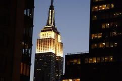 Empire State Building na noite fotografia de stock royalty free