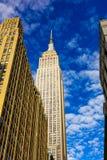 Empire State Building na słonecznym dniu fotografia royalty free