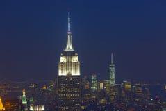 Empire State Building och Manhattan Cityscape vid natt Arkivbild