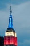 Empire State Building på natten Arkivbilder