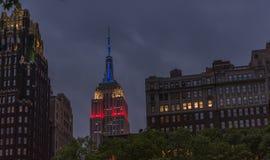 Empire State Building på nattetid Arkivfoto