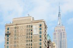 Empire State Building som ses från Fifth Avenue i New York Royaltyfri Foto