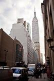 Empire State Building und 34. Straße Lizenzfreie Stockfotografie