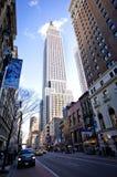 Empire State Building und 34. Straße Stockfoto