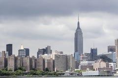 Empire State Building verkar från Hudson River Royaltyfri Fotografi