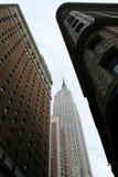 Empire State Building von der Straßenstufe Lizenzfreie Stockfotografie