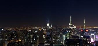 Empire State Building y paisaje urbano de Manhattan por noche Fotografía de archivo libre de regalías