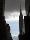 Empire State Building z burz chmurami obraz royalty free