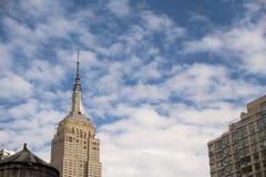 Empire State del Midtown de los edificios de Watertowers New York City foto de archivo libre de regalías