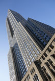 Empire State visto a partir de la 34ta calle y del cielo azul Fotos de archivo libres de regalías