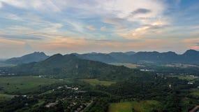 Emplacement de montagnes de vue aérienne le meilleur pour l'entraînement de l'armée de terre Images stock