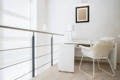 Emplacement de travail en appartement Photo stock