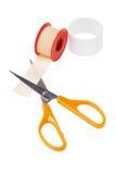 Emplastro de colagem médico e corte de tesouras Fotos de Stock