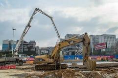 Emplazamiento de la obra de tierra del excavador Imagen de archivo