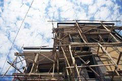 Emplazamiento de la obra del bambú/de la madera en Bali Imagenes de archivo