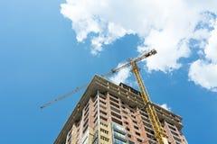 Emplazamiento de la obra del edificio moderno Foto de archivo libre de regalías