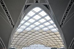 Emplazamiento de la obra moderno de la estructura de tejado de la arquitectura imágenes de archivo libres de regalías