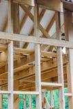 Emplazamiento de la obra residencial de madera del marco Imágenes de archivo libres de regalías