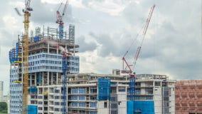 Emplazamiento de la obra de un rascacielos moderno en el timelapse de Singapur almacen de metraje de vídeo