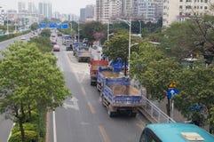 Emplazamientos de la obra, vehículos en el transporte Fotos de archivo