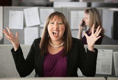 Empleado de mujer frustrado Foto de archivo libre de regalías