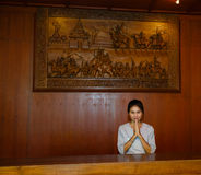 Empleado en una recepción del salón del balneario Imagen de archivo