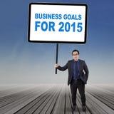 Empleado joven con las metas de negocio para 2015 Imágenes de archivo libres de regalías