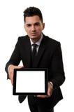Empleado que muestra una tablilla vacía Imagen de archivo libre de regalías
