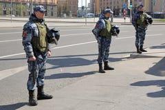 Empleados del Guardia Nacional de la Federaci?n Rusa imagen de archivo