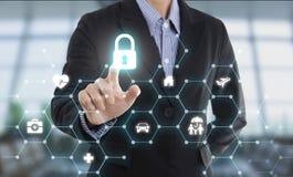 Empleados del negocio y x28; agent& x29 del seguro; cuidado de protección del cliente Imagen de archivo