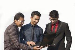 Employés indiens travaillant ensemble images libres de droits