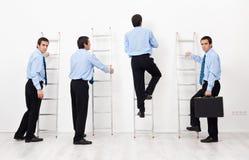 Employés montant les échelles d'entreprise Photos libres de droits