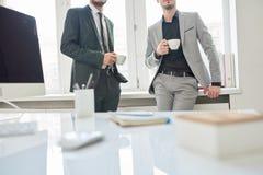 Employés sur la pause-café image stock