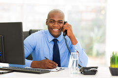 Employé de bureau africain Photos stock