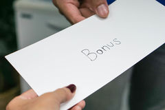 Employee receive a yearly bonus from boss Royalty Free Stock Images