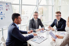 Employees consulting Royalty Free Stock Photos