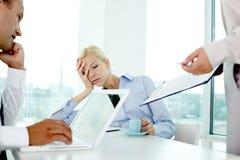 Employeur faisant une sieste faisant une sieste d'employeur Image stock
