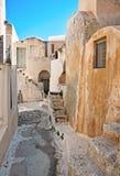 Emporio村庄街道在圣托里尼,希腊 图库摄影