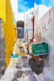 Emporio, живописная узкая улица на острове Santorini, Греции Стоковое фото RF