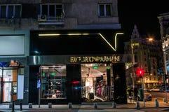Emporio Armani, visione notturna, a Bucarest Immagine Stock