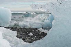 Emporragen durch Eisberg Lizenzfreie Stockfotos
