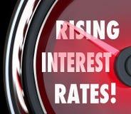 Empréstimo de aumentação Fina do aumento do calibre do velocímetro das palavras das taxas de juro Fotografia de Stock Royalty Free